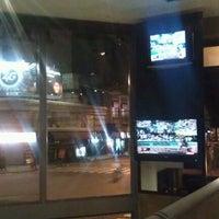 Foto tomada en Army Café por Ramiro L. el 5/28/2012