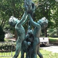Das Foto wurde bei Rittenhouse Square von james am 6/22/2012 aufgenommen