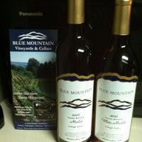 Das Foto wurde bei Blue Mountain Vineyards & Cellars von Doug C. am 2/11/2012 aufgenommen