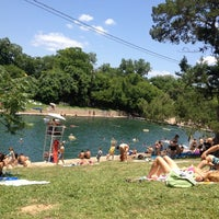 Photo prise au Barton Springs Pool par Lucky M. le5/28/2012