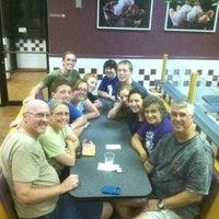 Das Foto wurde bei Braum's Ice Cream & Dairy Store von Robin S. am 8/7/2012 aufgenommen