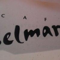 Foto tomada en Cafe Selmarie por Justin K. el 8/25/2012