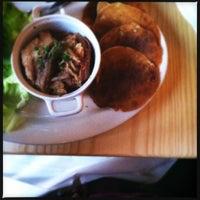 Foto tomada en Moxy American Tapas Restaurant por Calamity J. el 7/26/2012
