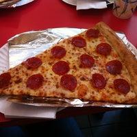 Снимок сделан в Jumbo Slice Pizza пользователем Liz D. 3/7/2012