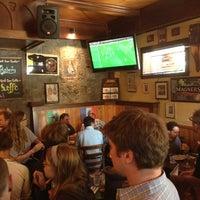 Foto tirada no(a) The Chieftain Irish Pub & Restaurant por Max S. em 6/13/2012