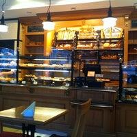 Снимок сделан в Boulangerie пользователем Andrew G. 3/11/2012