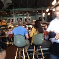Photo prise au 24 Diner par Thelma R. le4/22/2012