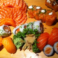 Foto tirada no(a) Sashiburi Sushi House por Vanessa C. em 5/27/2012