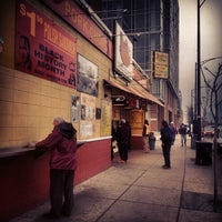 2/23/2012 tarihinde Matthew S.ziyaretçi tarafından Jim's Original Hot Dog'de çekilen fotoğraf