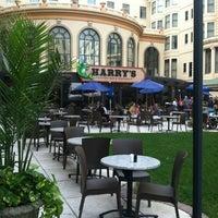รูปภาพถ่ายที่ Harry's Oyster Bar & Seafood โดย Elle เมื่อ 9/9/2012