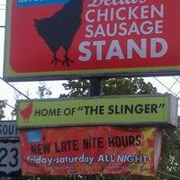 Foto tomada en Delia's Chicken Sausage Stand por Nikki el 4/2/2012