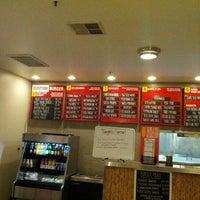 6/11/2012 tarihinde Mark F. S.ziyaretçi tarafından Custom Burger'de çekilen fotoğraf