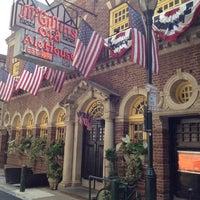 Das Foto wurde bei McGillin's Olde Ale House von Lori Ann L. am 8/17/2012 aufgenommen