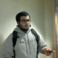 4/17/2012 tarihinde Vincente B.ziyaretçi tarafından Hyland Hall (University of Scranton)'de çekilen fotoğraf