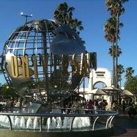 8/9/2012 tarihinde Zach P.ziyaretçi tarafından Universal Studios Hollywood Globe and Fountain'de çekilen fotoğraf