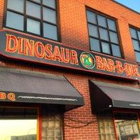 Foto diambil di Dinosaur Bar-B-Que oleh Barbara R. pada 8/22/2012