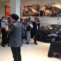 Das Foto wurde bei Maserati of Manhattan von iAdventure N. am 6/14/2012 aufgenommen