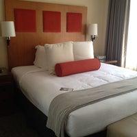Снимок сделан в Hotel Zelos пользователем Shasta W. 4/3/2012