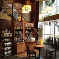 Foto tirada no(a) Starbucks por Luke R. em 2/13/2012