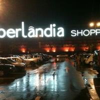 Foto tirada no(a) Uberlândia Shopping por Tiago P. em 4/6/2012
