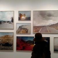 รูปภาพถ่ายที่ Bruce Silverstein Gallery โดย MuseumNerd เมื่อ 2/11/2012