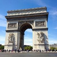 Foto tirada no(a) Arco do Triunfo por Val G. em 9/1/2012