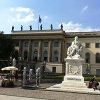 Снимок сделан в Humboldt-Universität zu Berlin пользователем DasMurmelchen . 7/27/2012