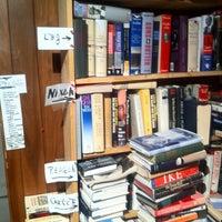 Photo prise au Capitol Hill Books par Brian F. le6/24/2012