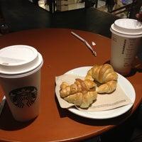 Foto tomada en Starbucks por Felipe C. el 6/16/2012