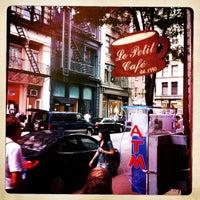 รูปภาพถ่ายที่ Le Petit Cafe โดย Kristofer P. เมื่อ 5/26/2012