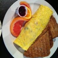 Photo prise au Paul's Place Omelettery Restaurant par Amy C. le4/1/2012