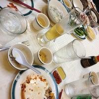 4/22/2012 tarihinde Jessikidder L.ziyaretçi tarafından The Palace Seafood & Dim Sum'de çekilen fotoğraf