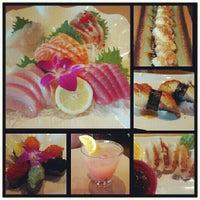 8/19/2012에 Jamie J.님이 Mizu Sushi Bar & Grill에서 찍은 사진