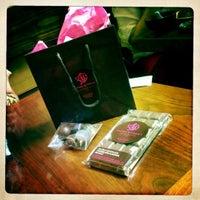 7/13/2012 tarihinde aditi m.ziyaretçi tarafından Bond Street Chocolate'de çekilen fotoğraf
