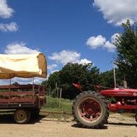 Foto diambil di SMOLAK FARMS oleh Linda Y. pada 7/21/2012