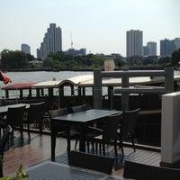 2/27/2012 tarihinde Apinut S.ziyaretçi tarafından Royal Orchid Sheraton Hotel & Towers'de çekilen fotoğraf