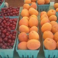Foto tomada en 14th and U Farmer's Market por Blake B. el 6/23/2012