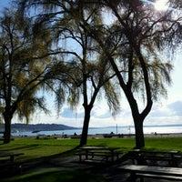 Foto tirada no(a) Golden Gardens Park por Seth K. em 3/23/2012