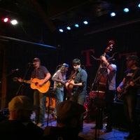 Das Foto wurde bei Tractor Tavern von Jennifer H. am 5/17/2012 aufgenommen