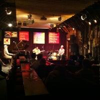 รูปภาพถ่ายที่ Reduta Jazz Club โดย Evandro G. เมื่อ 6/27/2012