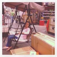 Foto diambil di B&Q Warehouse oleh Shannon D. pada 3/28/2012
