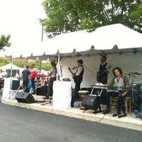 รูปภาพถ่ายที่ Randolph Street Market โดย Nicolas H. เมื่อ 5/26/2012