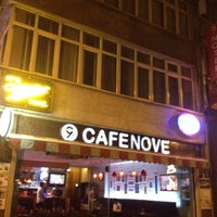 Photo prise au Cafe Nove par Ufuk K. le6/8/2012