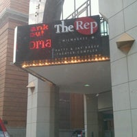 Foto tirada no(a) Milwaukee Repertory Theater por Charmane H. em 7/13/2012