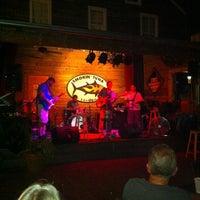 7/6/2012 tarihinde Vicki G.ziyaretçi tarafından Smokin' Tuna Saloon'de çekilen fotoğraf