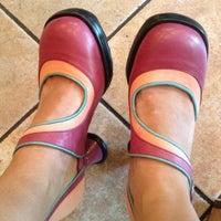 Foto scattata a John Fluevog Shoes da Wendy V. il 4/21/2012