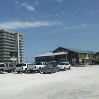 Foto tirada no(a) Flora-Bama Lounge, Package, and Oyster Bar por Robin R. em 5/13/2012