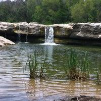 Foto tirada no(a) McKinney Falls State Park por Andrea S. em 6/7/2012