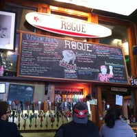 Foto scattata a Rogue Ales Public House & Distillery da emuchico W. il 4/26/2012