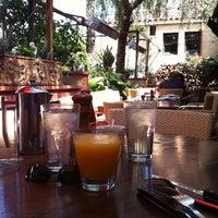4/29/2012にGeorge S.がLa Grande Orange Cafeで撮った写真